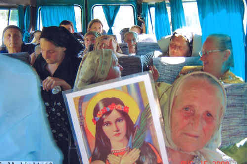 Saint Philomena traveled in the bus from Nicula to Tihau where the parish of Father Ioan Puie is located. We could not go by bus because we had the push-cart with URLA material to take care of.