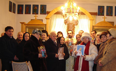 Fr. Baciu Alexandru from Mintiu into an improvised chapel, spreading the devotion of St. Philomena.