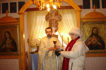Fr. Baciu Alexandru receiving a chalice from Universal Missionary Center in Dickinson, Texas, United States. He is very much humbled by your generosity! Together with his entire Parish he prays for you and all our ULRA Family. God Bless You Dear Patti !!!!!!!!!!!!!!