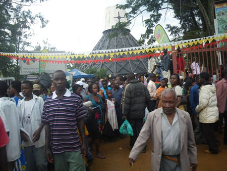 After mass (5hrs ago) pilgrims from Rwanda, Congo, Sudan, Kenya, Tanzania, USA, etc, leaving, in the background is the shrine!